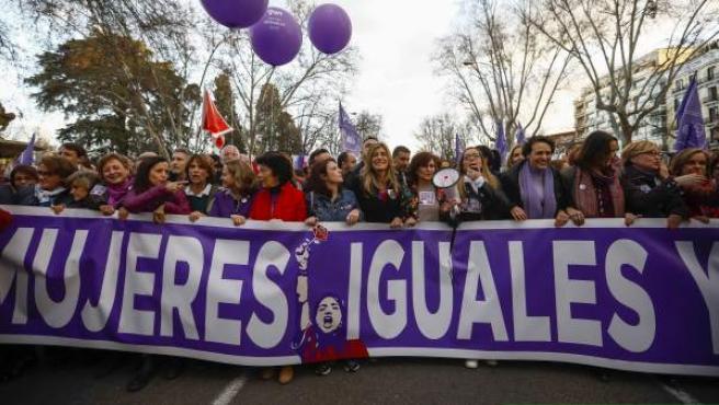 Las ministras del PSOE y la esposa de Pedro Sánchez, en la manifestación feminista del 8-M.