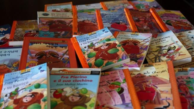 Diferentes ediciones en distintos idiomas de los libros de 'Fray Perico y su borrico' y 'El pirata Garrapata'.