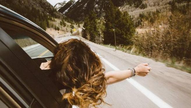 Si buscas unas vacaciones low cost puedes optar por compartir coche con otras personas.