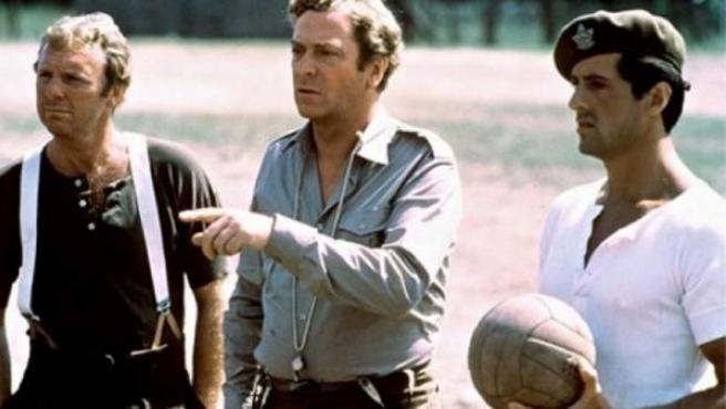 Una imagen de la película 'Evasión o Victoria', con Michael Caine y Sylvester Stallone.