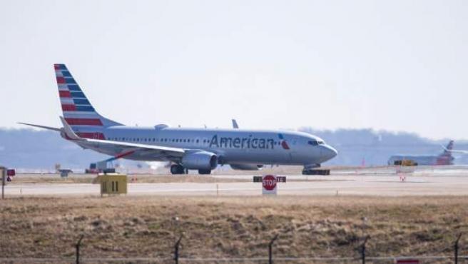 Un avión Boeing 737-800 de American Airlines en el aeropuerto nacional Ronald Reagan, en Arlington, Virginia (Estados Unidos).