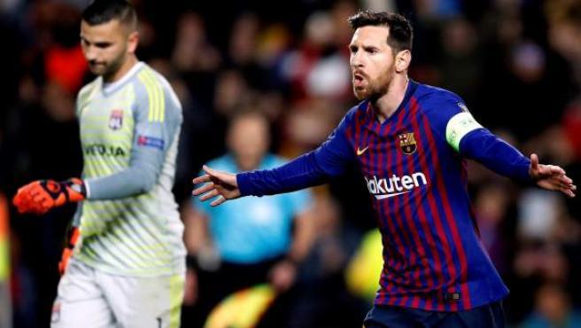 Leo Messi celebra su gol de penalti al Olympique Lyon.