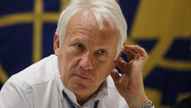 El director de carrera de F1, Charlie Whiting durante una rueda de prensa.