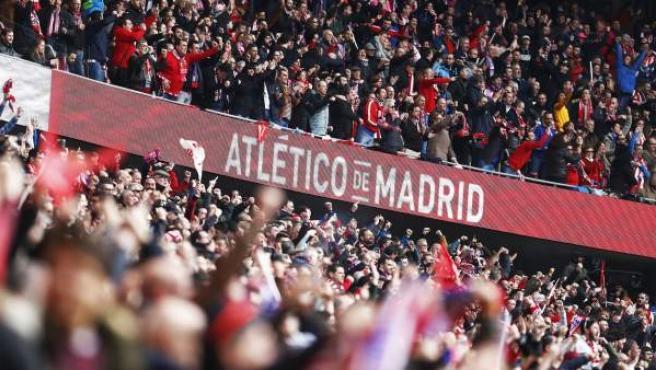 Aficionados del Atlético de Madrid en la grada del Wanda Metropolitano.
