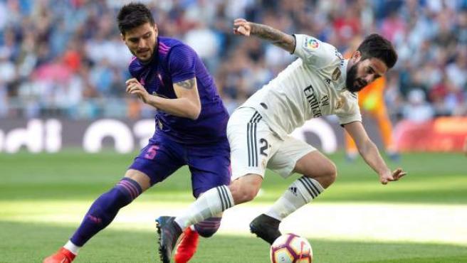 Isco, del Real Madrid y Yokuslu, del Celta, en el Bernabéu.