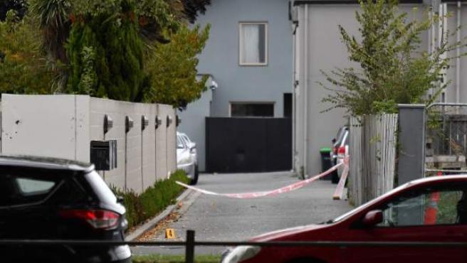 Entrada a una de las mezquitas donde un neonazi acabó con la vida de al menos 50 personas en Christchurch, Nueva Zelanda.