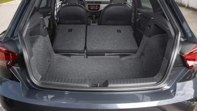 Diferentes marcas del sector ofrecen coches urbanos con un gran maletero.