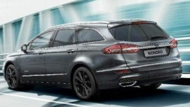 Imagen del modelo Ford Mondeo Hybrid, un vehículo con un gran maletero.