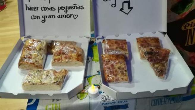 Imagen compartida por un usuario de Twitter de la entrada de la pizzería, que por las noches deja porciones para los más necesitados.