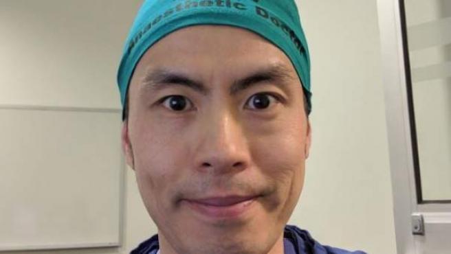Un anestesista que se ha sumado a la iniciativa 'Theatre Cap Challenge'.