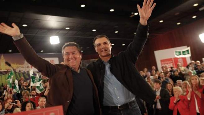 El secretario general del PSOE y presidente del Gobierno, Pedro Sánchez, y el al