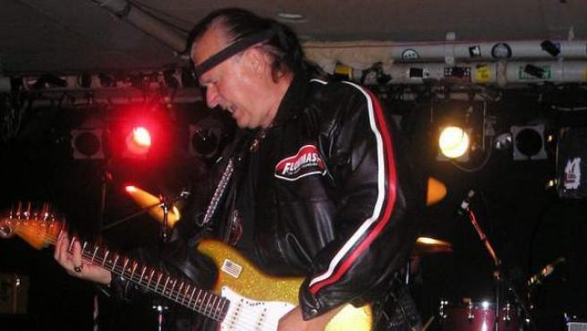 Dick Dale, en un concierto en 2005.