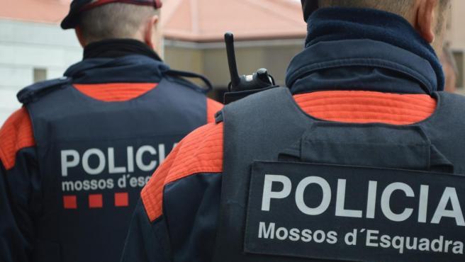 Dos agentes de los Mossos d'Esquadra, en una imagen de archivo.