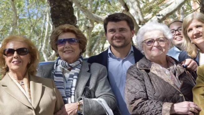 """26M.- Beltrán Pérez promete a los mayores un plan de alquileres, bonificaciones y un """"voluntariado ciudadano"""""""