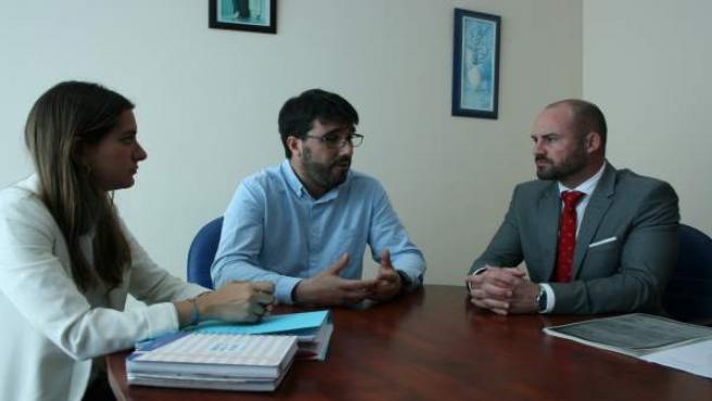 La Junta y el alcalde de Gerena tratan las mejoras pendientes en el CEIP Fernando Feliú y el caso del comedor