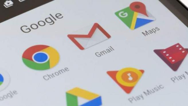 Varias aplicaciones de Google en un móvil.
