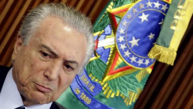 El presidente interino de Brasil, Michel Temer, habla en la primera reunión con su gabinete en el Palacio de Planalto Brasilia (Brasil)
