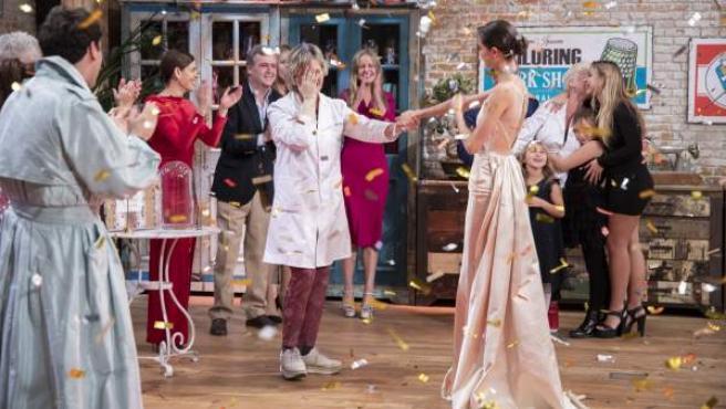 El momento en el que Rosa se proclamaba ganadora de 'Maestros de la Costura'.