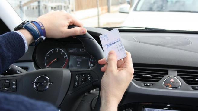Al recibir el carné de conducir el conductor obtiene ocho puntos que pueden aumentar o disminuir dependiendo de las infracciones cometidas.