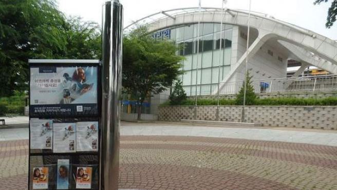 Stand con material divulgativo de los Testigos de Jehová en Corea del Sur.