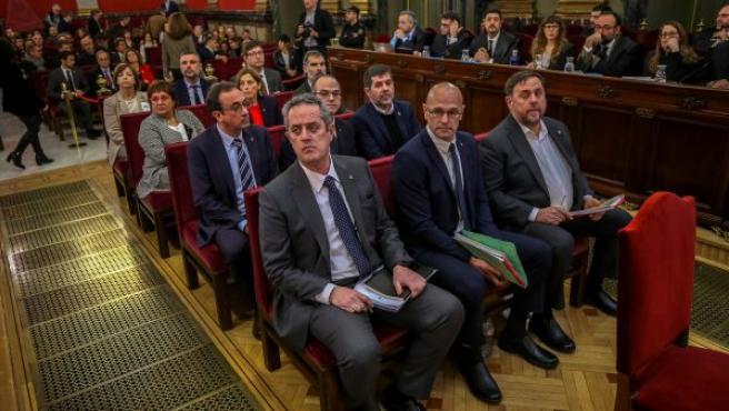 Los doce líderes independentistas acusados por el proceso soberanista catalán que derivó en la celebración del 1-O, en el banquillo del Tribunal Supremo.