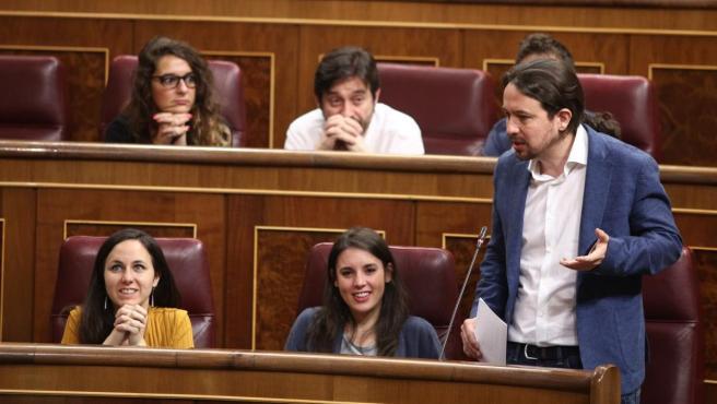 Pablo Iglesias y diputados de Unidos Podemos en el Congreso.