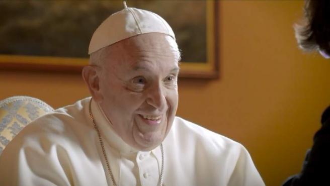 El Papa, con Jordi Évole, durante su entrevista en 'Salvados'.