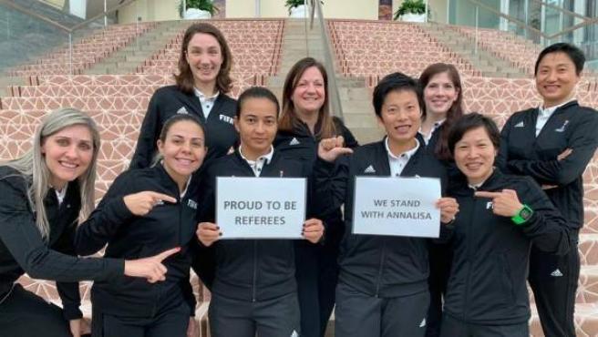 Las colegiadas internacionales muestran su apoyo a Annalisa Moccia.