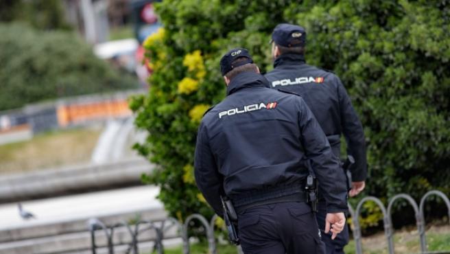 Dos agentes de la Policía Nacional, en una imagen de archivo.