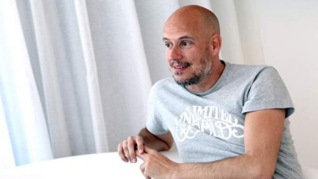 Guille Milkyway en la entrevista por el lanzamiento del quinto disco de La Casa Azul, 'La gran esfera' (Elefant).