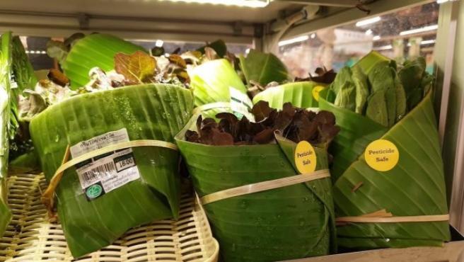El supermercado que envuelve con hojas de plátano.