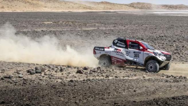 Fernando Alonso, durante el test del Toyota Hilux del Dakar.