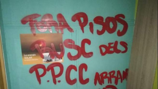 Pintada en uno de los pisos colmena de L'Hospitalet.