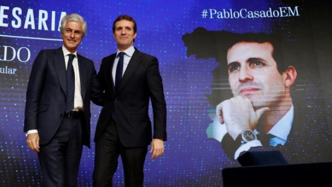 El presidente del PP, Pablo Casado, posa junto Adolfo Suárez Illana, que será el número dos de la candidatura de la formación a las elecciones generales del 28 de abril por la circunscripción de Madrid.