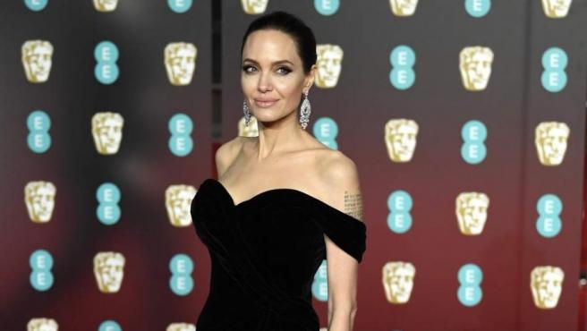 La actriz estadounidense Angelina Jolie, en la alfombra roja de los premios Bafta 2018.