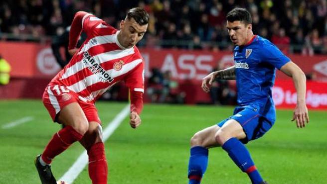 Acción entre Yuri y Eloi Amagat en el Girona-Athletic.