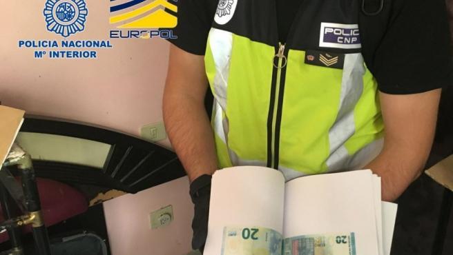 Se han intervenido 15.000 euros falsos, sobre todo los de valor de 10 y 20 euros.