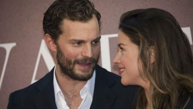 La pianista y compositora Amelia Warner está viviendo su tercer embarazo junto al protagonista de 'Cincuenta sombras de Grey' (2015). La pareja pasó por el altar en 2013.