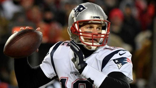 Tom Brady, de los New England Patriots, durante un partido de la NFL