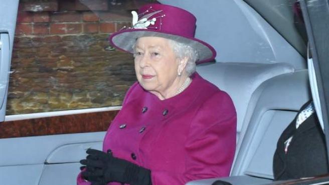 La reina de Inglaterra, en coche para ir a misa, el pasado 30 de diciembre.