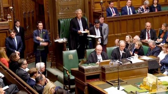 El presidente de la Cámara de los Comunes, John Bercow, anuncia el resultado de la votación de uno de los planes alternativos sobre el 'brexit', que fue tumbado tres veces en el Parlamento británico.