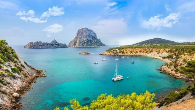 Las playas de Ibiza son unas de las más frecuentadas de España.