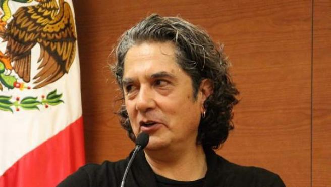El músico mexicano Armando Vega Gil, durante un coloquio literario en Ciudad de México, en 2012.