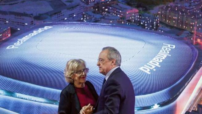 Manuela Carmena y Florentino Pérez, durante la presentación de la reforma del Santiago Bernabéu.