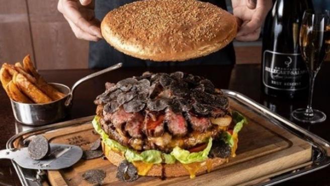 Por cerca de 900 euros puedes disfrutar de la hamburguesa más cara del planeta.