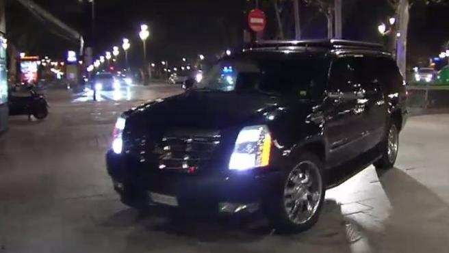 El vehículo en el que se traslada el expresidente de Estados Unidos, Barack Obama, a su llegada a un céntrico hotel de Sevilla.
