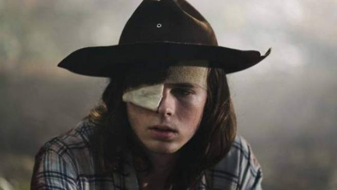 Chandler Riggs interpretando a Carl Grimes en 'The Walking Dead'.
