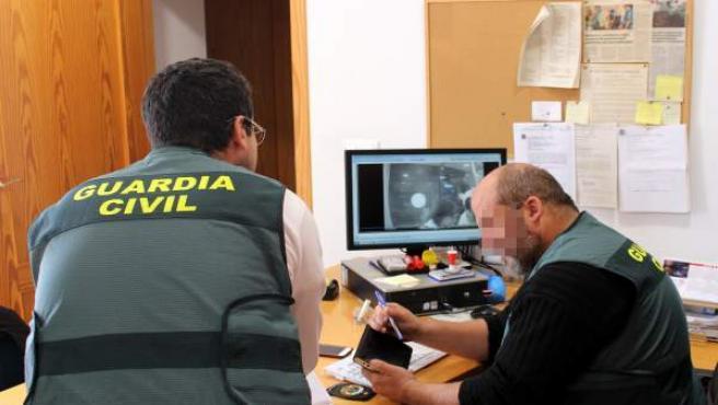 Guardia Civil detiene a dos mujeres por robar a un hombre, tras sedarlo con ansiolíticos, 1.000 euros