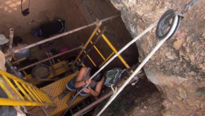 Trabajos de excavación realizados en el yacimiento de la Sima de las Palomas