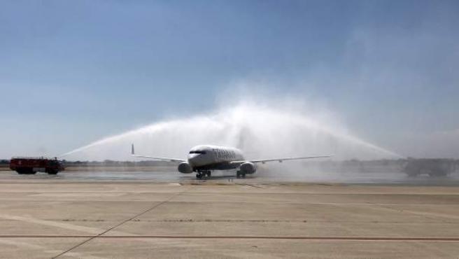 Turismo.- El aeropuerto de Alicante-Elche inaugura la nueva ruta con Oporto